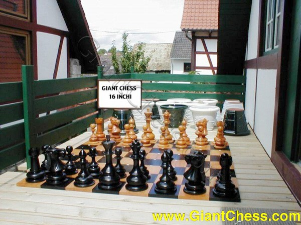 40 cm wooden chess set